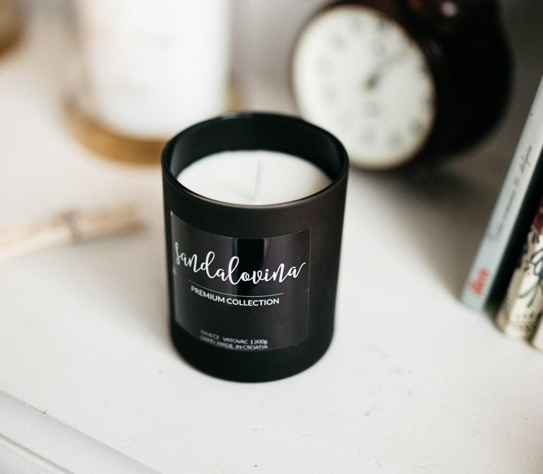 crna mirisna svijeća