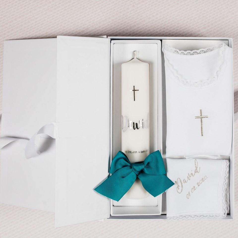 personalizirana krsna svijeća i košuljica