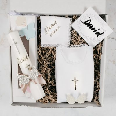 svijeca i košuljica za krstenje
